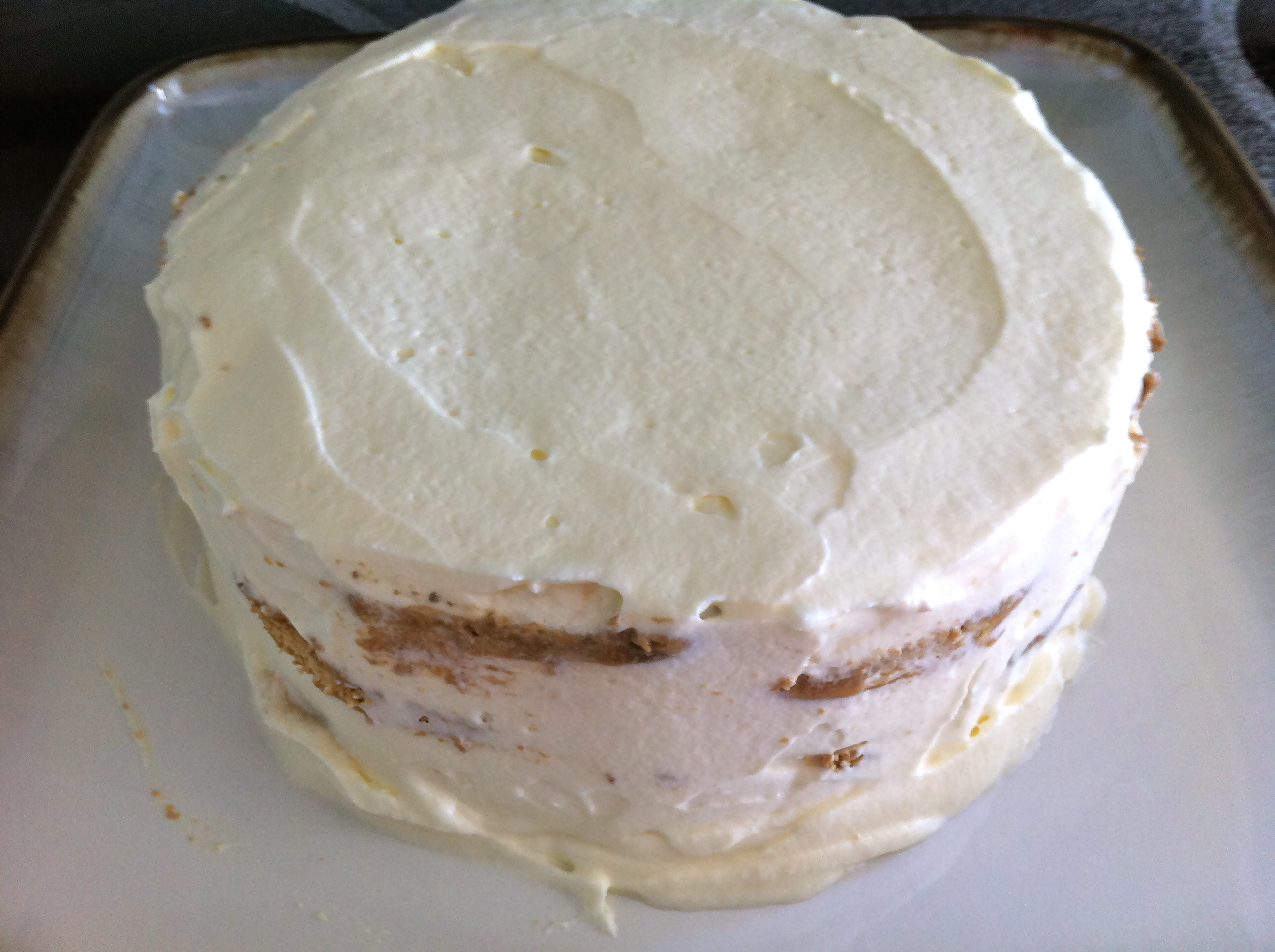 We prepare a tasty cream for a cake from sour cream and condensed milk